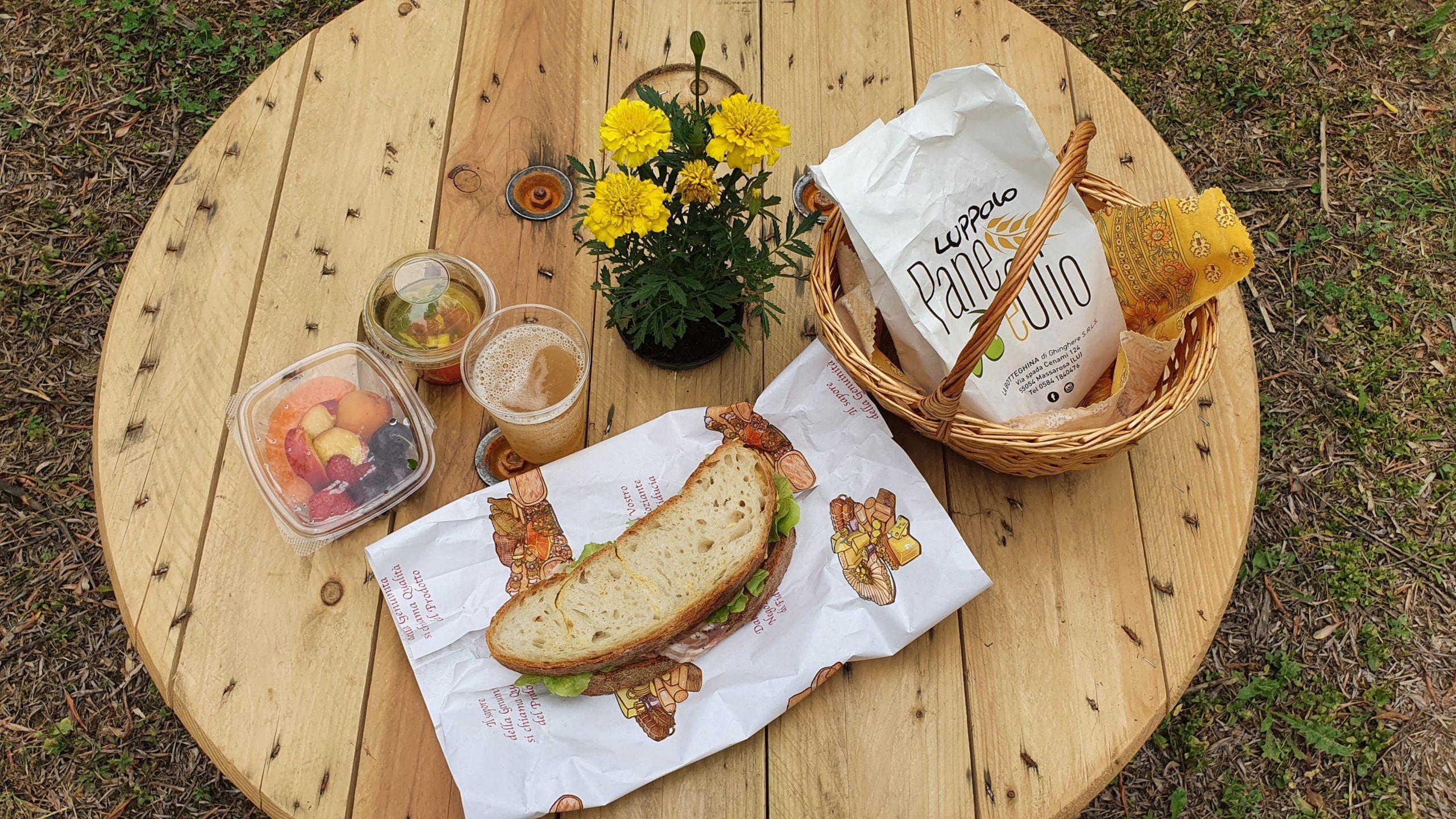 Cestino takeaway a km0 per picnic con prodotti locali di Massarosa